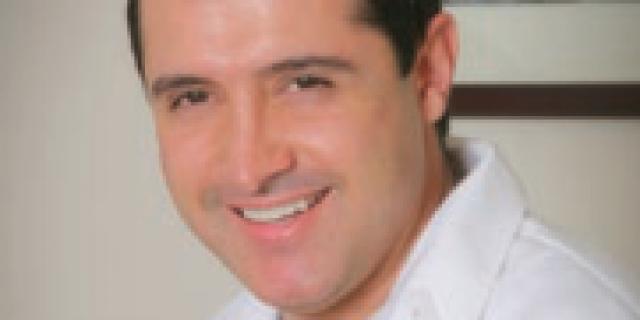 Dr. Mauricio Fonrodona, DDS